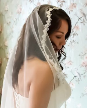 narrow lace mantilla veil