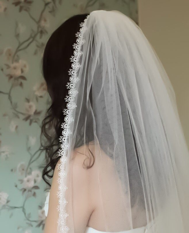 Narrow Ivory Lace Veil
