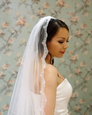Posie French Chantilly Lace Veil