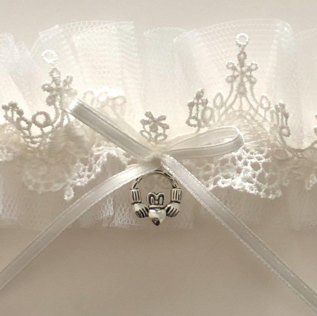 Claddagh Pale Ivory Bridal Garter close (2)