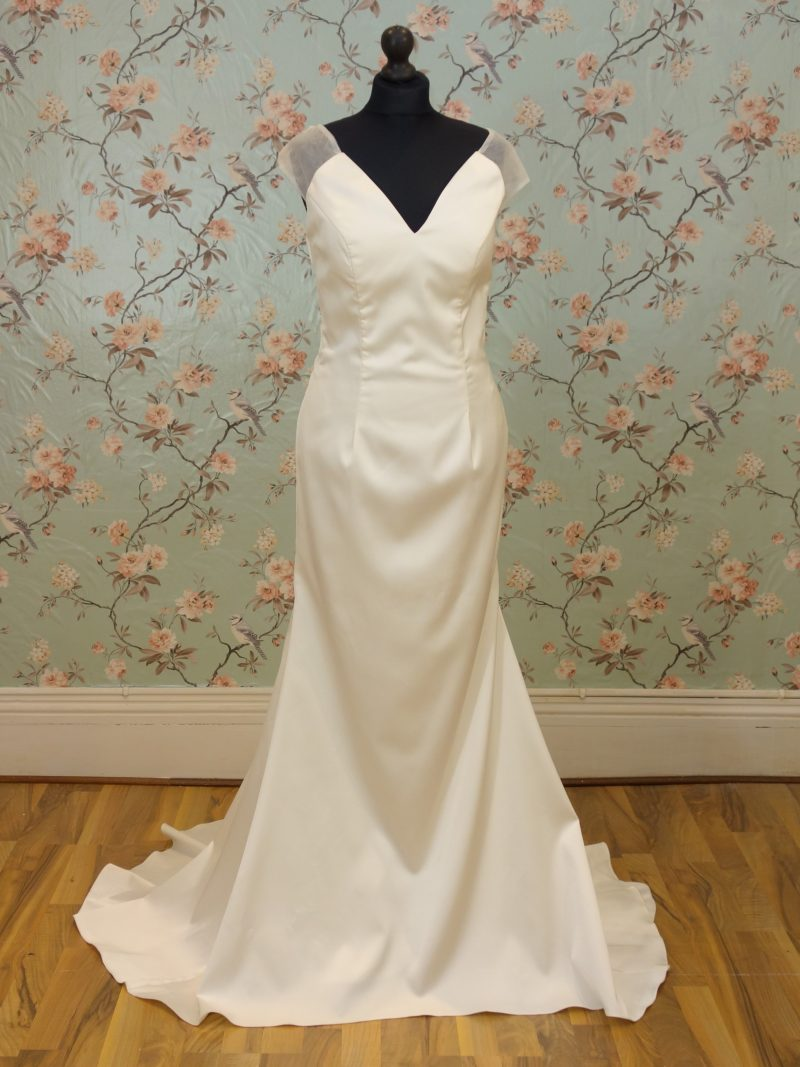 Lena Sample Wedding Dress