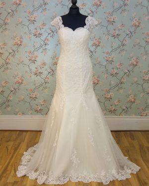 Leyla Sample Wedding Dress