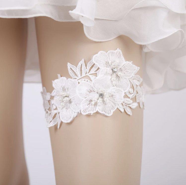 Flower lace garter