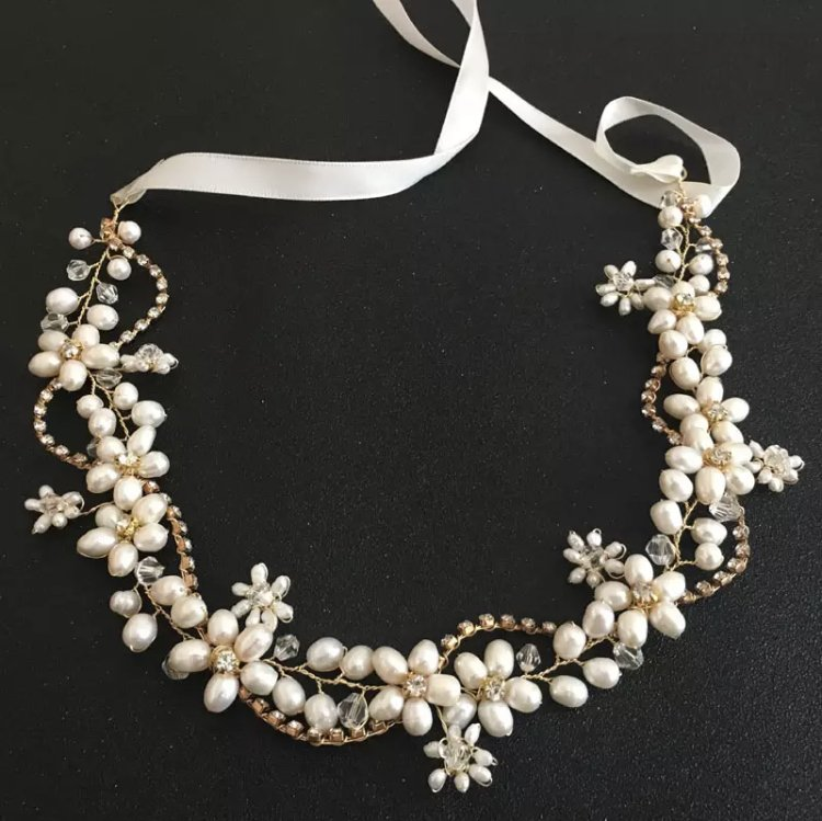 Gold leaves tiara with freshwater pearls